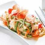 THAI GREEN PAPAYA SALAD WITH PRAWNS AND PEANUTS